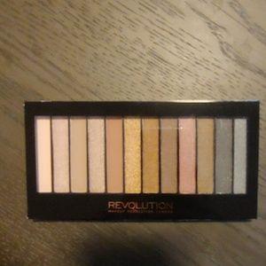 Makeup Revolution eyeshadow palatte